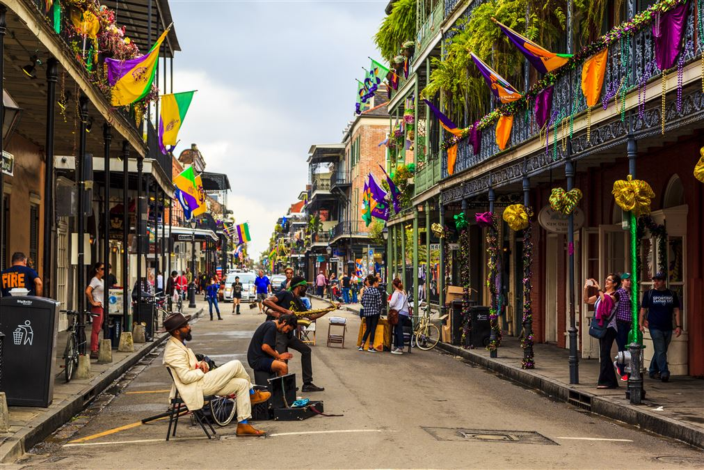 Una pittoresca via del French Quarter di New Orleans